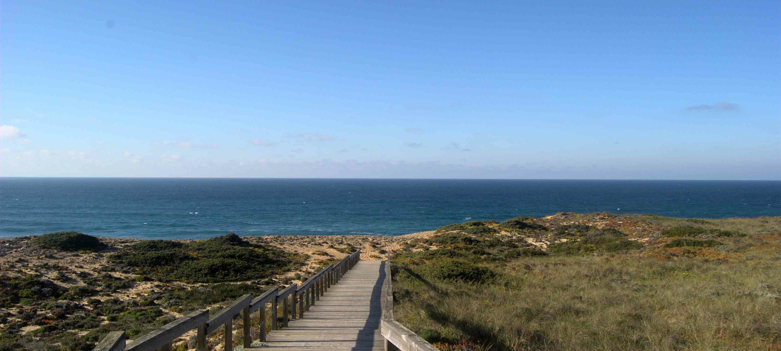 Paesaggi tra terra e oceano in portogallo