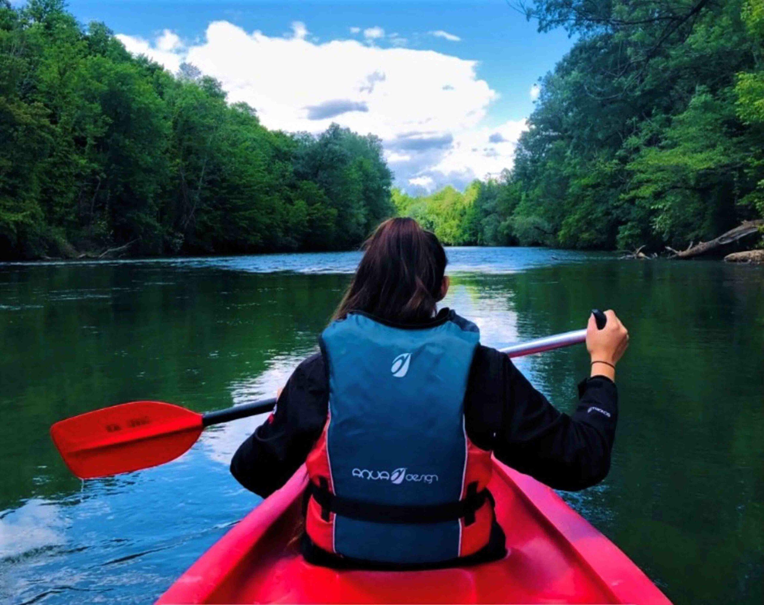 escursione in canoa sul fiume Kolpa in Bela Krajina, Slovenia