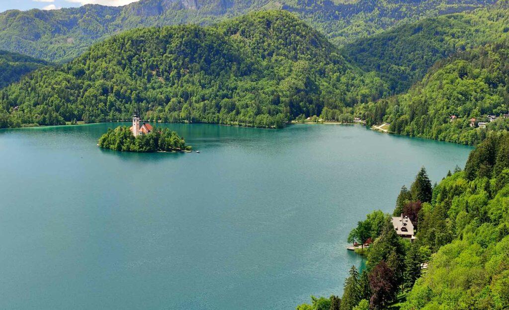 viaggio nelle alpi giulie lago di bled slovenia