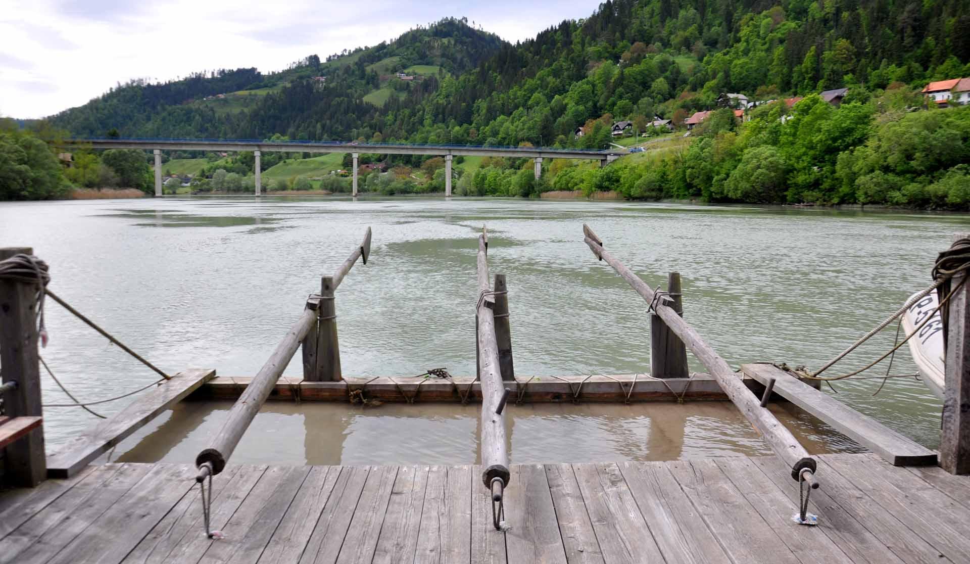 zattera sul fiume drava in slovenia